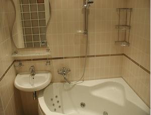 Укладка сантехники в ванной