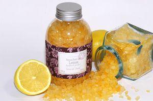 Детская морская соль выпускается с ароматами фруктов и очень привлекательна.
