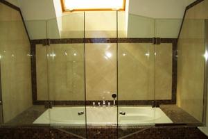 Стеклянная шторка для ванной своими руками 447