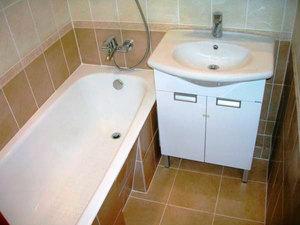 Тумба - удобное решение для оформления ванной.