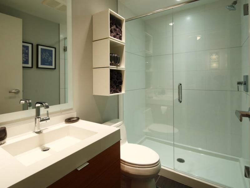 Настенные полки в ванной