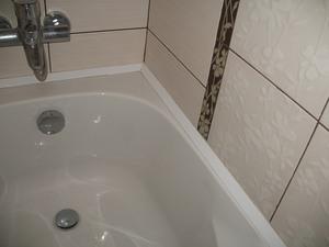 Протекает вода между ванной и стеной, как исправить проблему 872