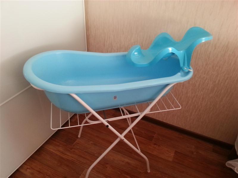 Ванночки с подставками для купания новорожденного