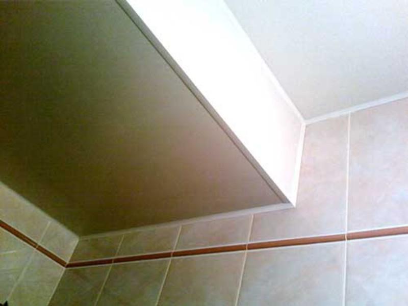 Пластиковый потолок в туалете своими руками 866